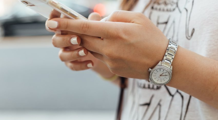 10 Warning Signs You're Addicted to Your Phone